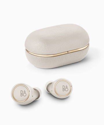 B&O Beoplay E8 3rd - Gold Tone - Produktbillede - Hero