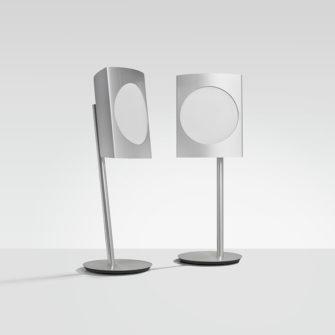 BeoLab 17 i aluminium med hvidt frontstof - Produktbillede